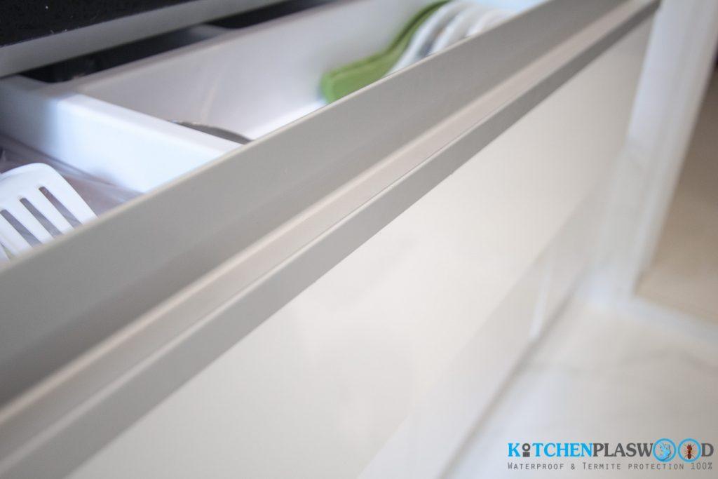 มือจับแบบโปรไฟล์อลูมิเนียม, ชุดครัว Modern Kitchen Plaswood 100%