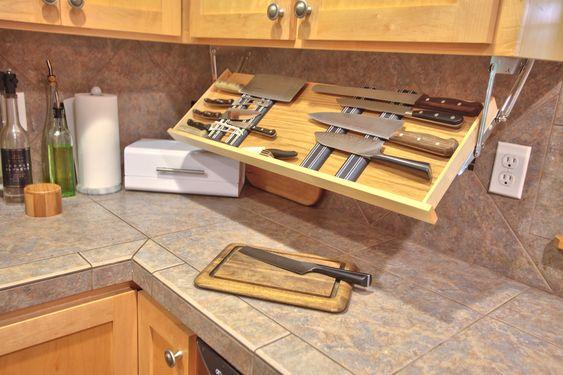 ไอเดียการจัดเก็บของสำหรับครัวขนาดเล็ก ครัวคอนโด,จัดเก็บอุปกรณ์ใต้ตู้ลอย