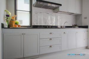 ชุดครัว I-Shape ทับโครงปูน ด้วยโครงสร้าง Plaswood , หน้าบานพลาสวูดยกขอบ