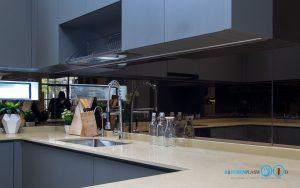 ชุดครัวบิ้วอินสุดเรียบหรู C Shape Luxury, กระจกกันคราบเงาสีชาทอง