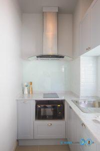 Mini Kitchen L Shape : ชุดครัวไซส์เล็ก เข้ามุมสุดเนี๊ยบ, เครื่องดูดควัน Hafele,