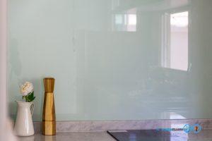 Mini Kitchen L Shape : ชุดครัวไซส์เล็ก เข้ามุมสุดเนี๊ยบ, ผนังกันคราบกระจกพ่นสี,