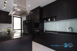 Modern Black Kitchen ชุดครัวดำสุดเท่ ในสไตล์โมเดิร์น, แผงกันคราบพ่นสี,