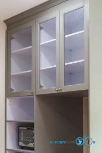 Classic Kitchen ชุดครัวเซาะร่อง สไตล์คลาสสิค, หน้าบานแบบกระจกใส,
