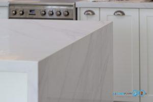 White Modern Kitchen, หินควอทซ์ Calacatta Nuvo,