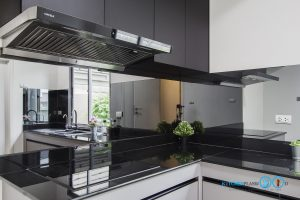 ชุดครัวดีไซน์โมเดิร์น L Shape Gray Tone Kitchen, กระจกกันคราบพ่นสี,