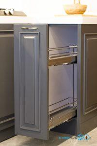 Classic Kitchen : ชุดครัวหรู ในสไตล์คลาสสิค, ตะแกรงใส่ขวดเครื่องปรุง,