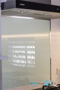 U Shape Kitchen ชุดครัวเรียบ, กระจกกันคราบพ่นสี,