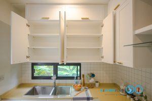ชุดครัวบิ้วอินสไตล์วินเทจหรู Clean Vintage Luxury Kitchen, หน้าบานคลาสสิก, ชั้นวางภายในตู้ครัว,