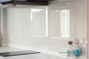 Modern Blue Kitchen ชุดครัวเรียบง่าย สไตล์โมเดิร์น, ผนังกันคราบชุดครัว, กระเบื้องกันคราบ, Super Glossy White,