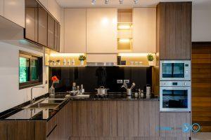 Modern Kitchen ชุดครัวบิ้วอินลายไม้โอ๊ก + สีพ่นครีม, ชุดครัวบิ้วอิน, ห้องครัว, เฟอร์นิเจอร์บิ้วอิน, ครัวลายไม้, ชุดครัวตัวแอล, ชุดครัวโทนเข้ม,