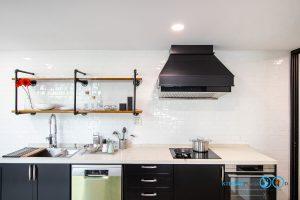 ชุดครัวบิ้วอินสุดเท่สไตล์ Industrial Loft โทนสีดำด้าน, ชุดครัวบิ้วอิน, ครัวสไตล์ลอฟท์, Loft Kitchen, Industrial Loft Kitchen, ชุดครัว I Shape, ชุดครัวสีดำด้าน, ชั้นวางของสไตล์ Loft,