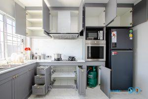 Matt Gray Kitchen, ชุดครัวโครงปูน, บิ้วอินชุดครัว, ชุดครัวตัวแอล, ชุดครัวสไตล์คลาสสิก, ครัวสีเทาด้าน, ช่องจัดเก็บ,