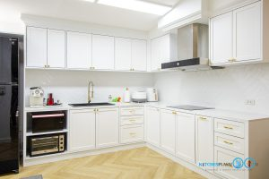 Classic Kitchen L-Shape ชุดครัวขาวใส สไตล์คลาสสิก, ครัวบิ้วอิน, ครัวโทนขาว, ชุดครัวขาวล้วน, ครัวตัวแอล, ชุดครัวสไตล์คลาสสิก, ครัวหรู, ชุดครัวกันน้ำกันปลวก100%,